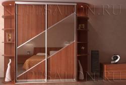 "№8. Шкаф с <a href=""https://www.kupesalon.ru/catalog/zerkalnie-gotovie"" title=""Цены на зеркальные шкафы"">зеркалом</a> наискосок"