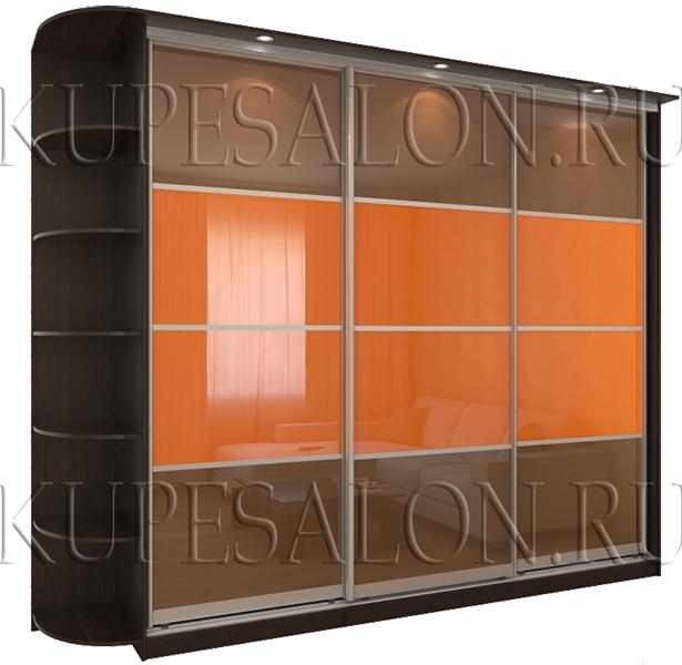 трехдверный классический шкаф купе с цветным стеклом на фасаде