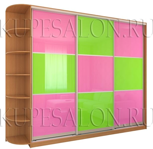 трехдверный шкаф купе с ярким оракалом в шахматном порядке