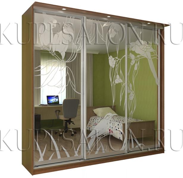 удобный шкаф купе с пескоструем в спальню фото