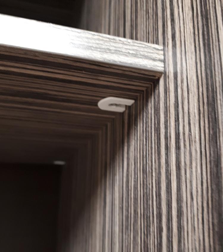 Шкаф с тонированными зеркалами